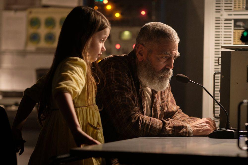 George Clooney seul dans l'Arctique après l'apocalypse — Minuit dans l'univers